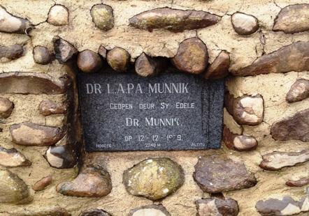 The memorial plaque to Dr Munnik