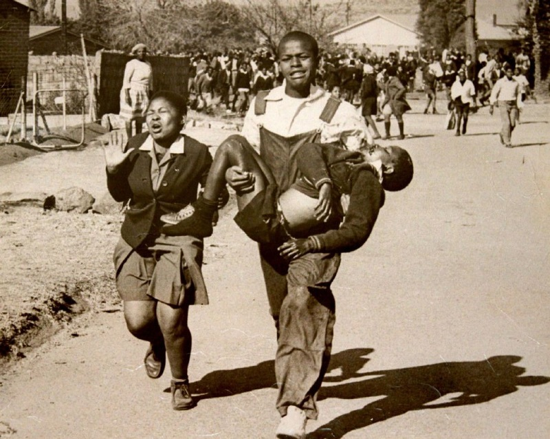 The famous picture of Mbuyisa Makhubu carrying a fatally wounded Hector Pieterson during the 1976 Soweto uprising. (Photograph by Sam Nzima)