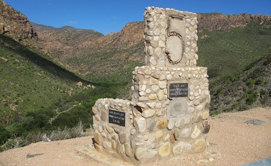 Monument on the Huisrivier Pass