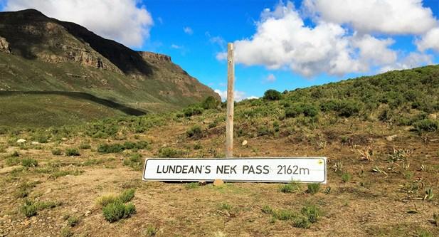 Lundin's Nek summit sign