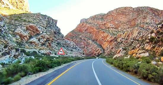 The poort starts closing in within 2 kms