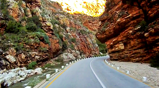 The southern part of the poort offers many river crossings and contorted rocks