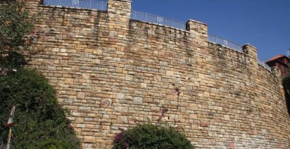 Dressed stone walls on Munro Drive