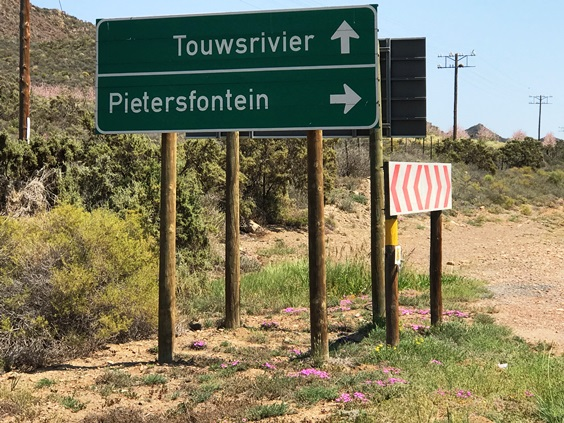 Signs to the pass