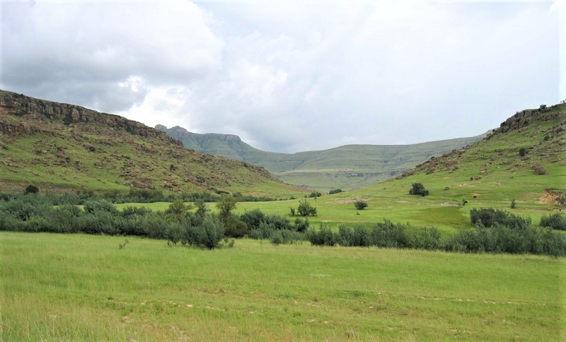 Wonderful scenery from Pitseng Pass