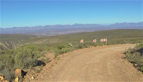 Rooiberg Pass - sharp corner