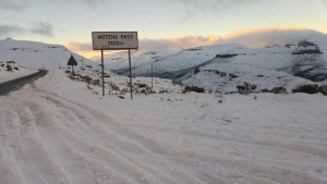 Summit of the Moteng Pass under snow
