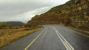 Deep cuttings and Karoo views can be enjoyed on this pass