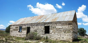 Karoo farm shed near the pass