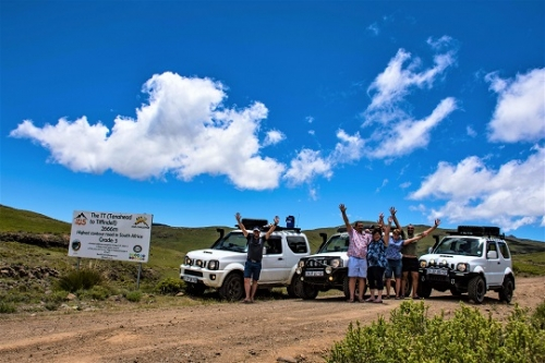 Happy people doing the Ben 10 in the right spirit. Three Suzuki Jimnys completed the challenge together.