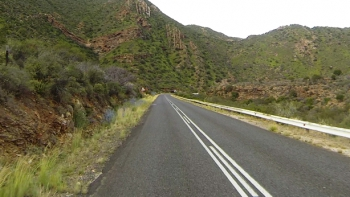 Waaipoort geology - Note the horizontal and vertical rock formations