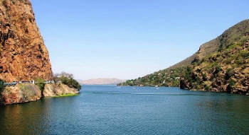 Drive past the Hartbeespoort Dam