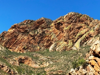 Cape fold mountains and the bluest of skies in Seweweekspoort