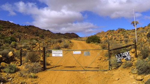 There is one gate along the poort. Read the signs.