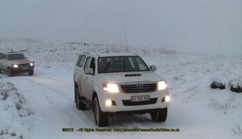 Snow driving in convoy - Volunteershoek Pass