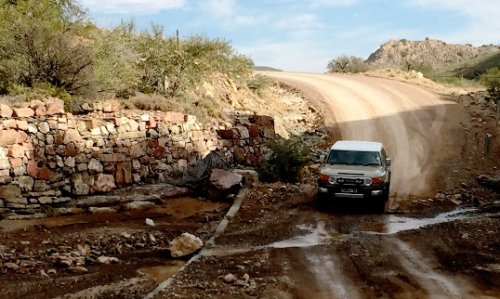 A sharp turn into a river crossing marks the start of the poort