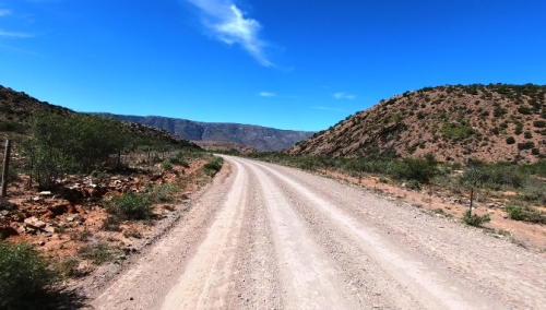 Solitude and Karoo scenery inside the poort